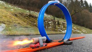 Rocket powered Hot Wheels vs LOOP !! Amazing Reaction