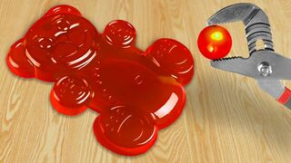 Experiment: Glowing 1000 degree Metal Ball VS Jelly Bear