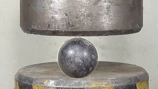 200 tons of hydraulic pressure, can crush the big iron ball?